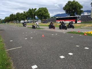 leçon moto plateau sur pistes privées